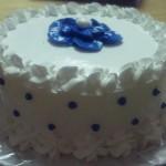 Cake clasico con icing y manjar de la casa