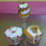 Trifle de frutas en copa