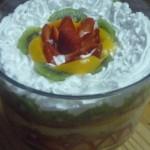 Trifle de frutas en copa grande