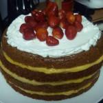 Cake de gala abierto en crema de almendras